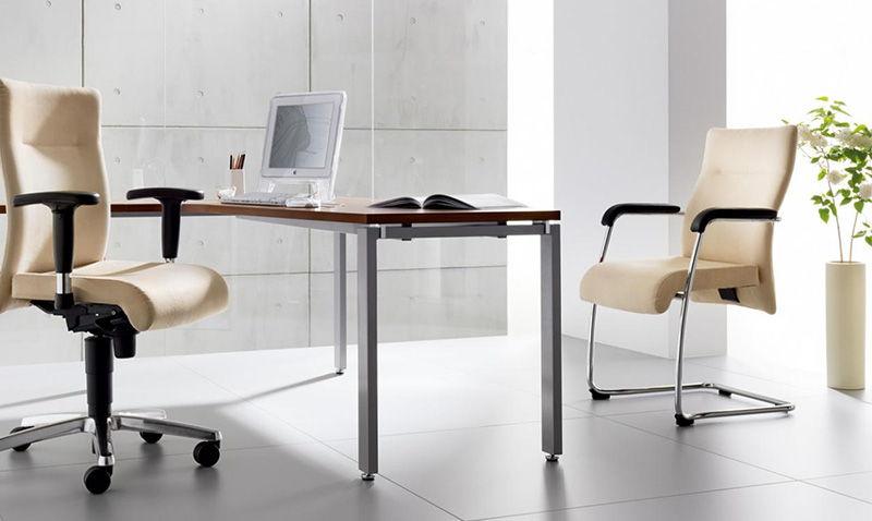 Krzesła biurowe nowoczesne, skórzane w kolorze kremowym